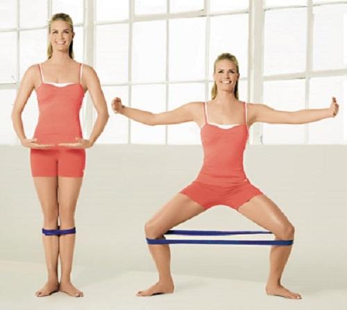 Упражнение приседания сумо для девушек и мужчин