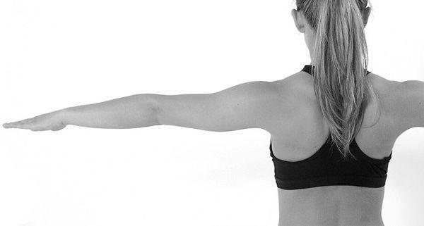 Как накачать руки девушке в домашних условиях: упражнения для красивых рук