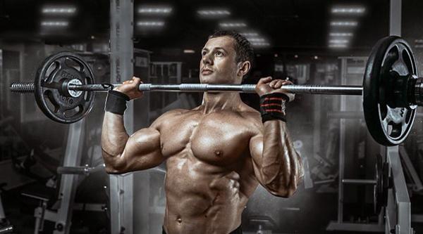 Базовые упражнения на плечи: тренировка плеч на массу