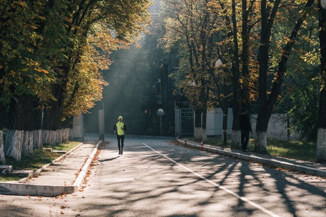 Когда лучше бегать утром или вечером: выбираем самое полезное время для пробежки