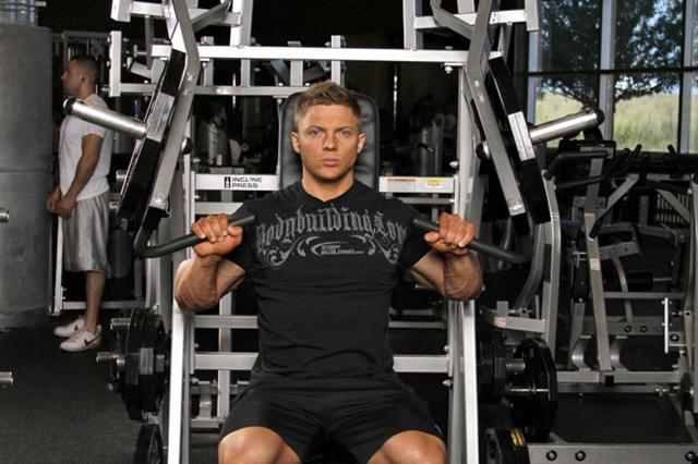 Лучшие тренажеры для грудных мышц, особенности и техника выполнения упражнений