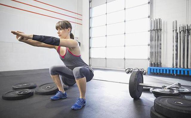 Приседания для похудения живота и боков, ног и бедер, сколько калорий сжигают приседания