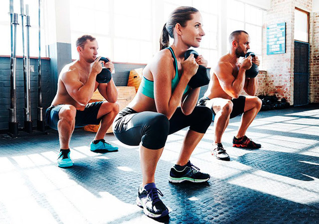 Гоблет приседания для сильных мускулов и фатальной энергии