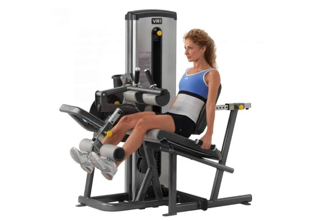Жим ногами в тренажере сидя и лежа: постановка ног на платформе, как правильно делать упражнение