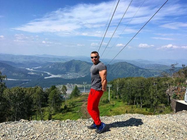 Как накачать грудные мышцы на турнике: упражнения и программа