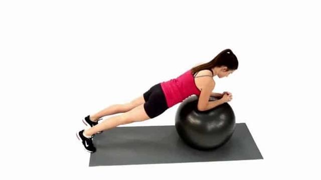 Занятия на фитболе для похудения: эффективные техники с мячом для фитнеса