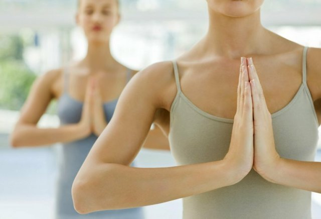 Упражнения для подтяжки грудных мышц для женщин в домашних условиях