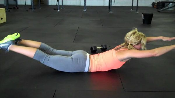 Гиперэкстензия лежа на полу: техника выполнения