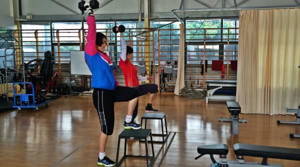 Жим гири стоя одной рукой, какие мышцы работают