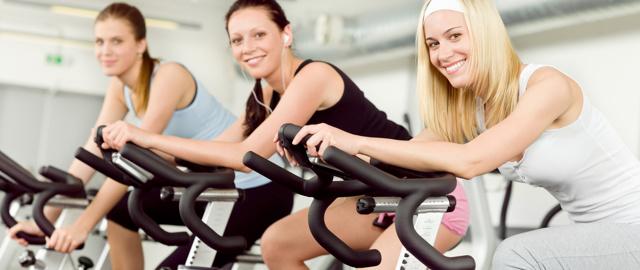 Велотренажер: польза и вред, какой лучше выбрать для дома, как правильно заниматься и какие мышцы работают